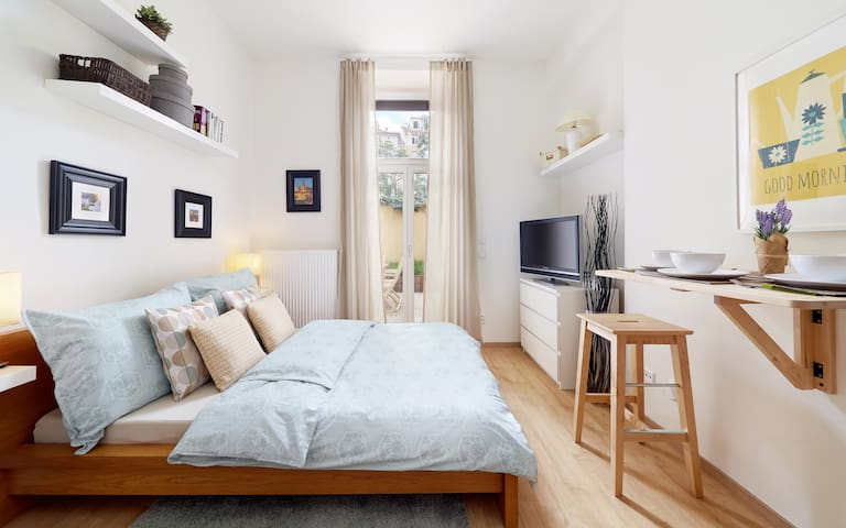 Cozy&STYLISH Apt with PRIVATE GARDEN/OWN ENTRANCE