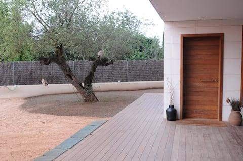 B&B Studio duplex with pool and parking
