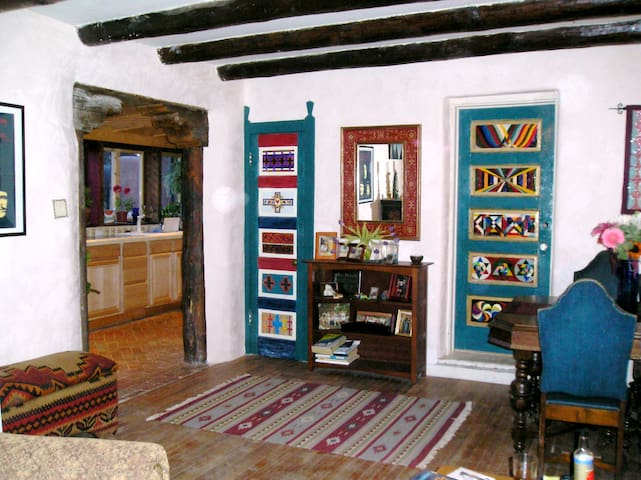 Charming downtown abode - Santa Fe - Daire