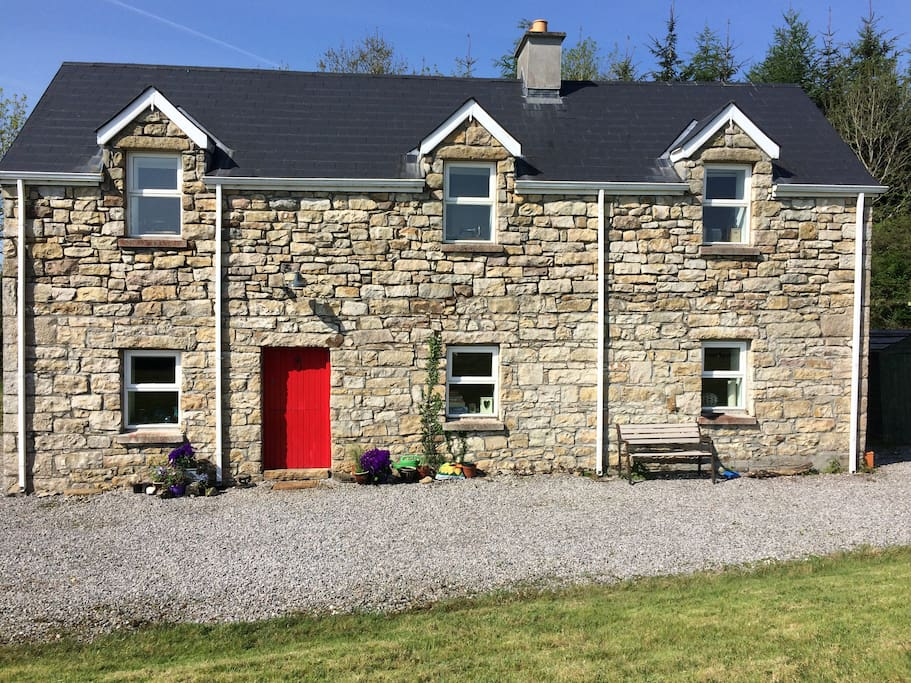 Traditional Stone Cottage in fishing area, also excellent for exploring North-West.