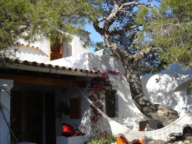 Guadi style House - pine forest & close to beach