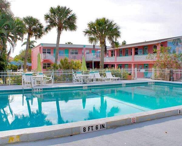 WR: Caribbean Shores Hotel 1BR
