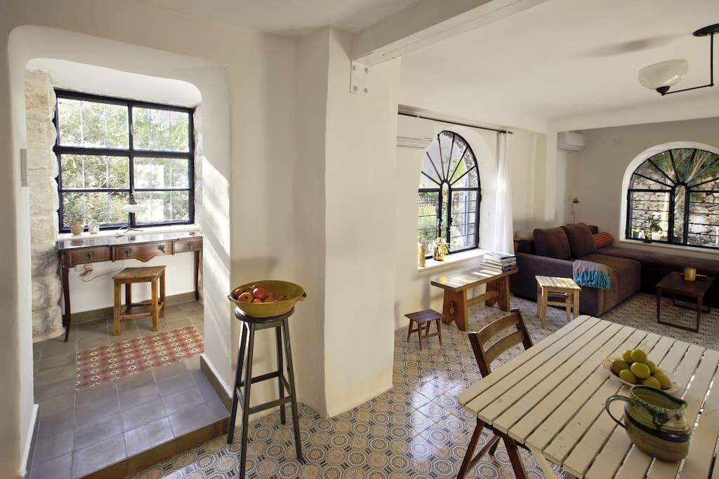 Pblic area: dining room, living room and writing room.