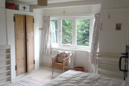 Double room WB Studios 3 miles - Kings Langley - Bed & Breakfast