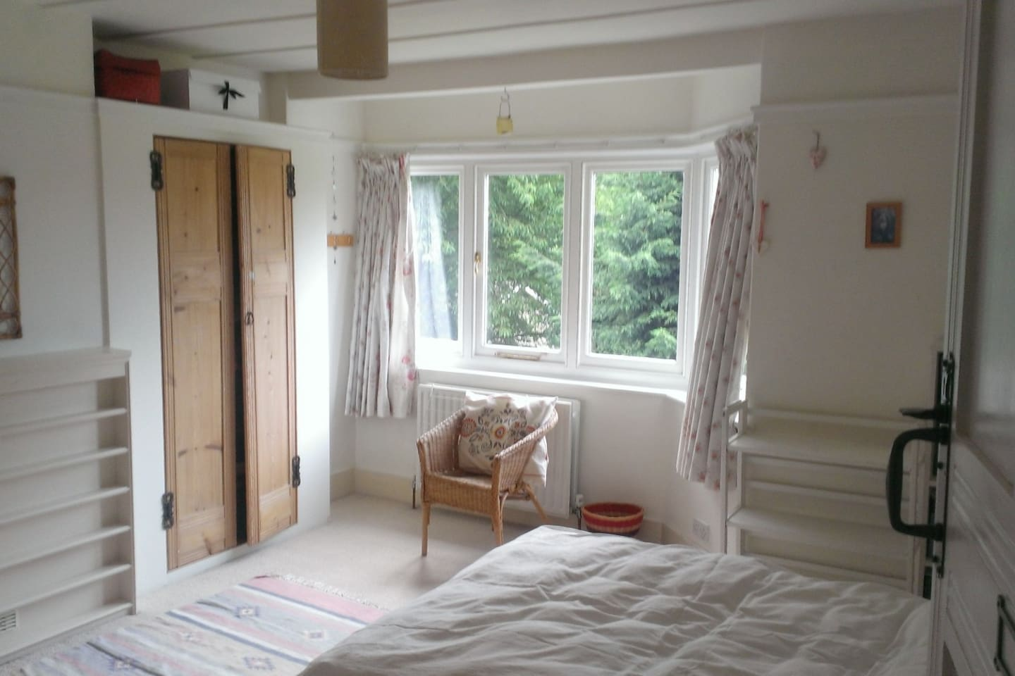Double bed, quiet, sunny room