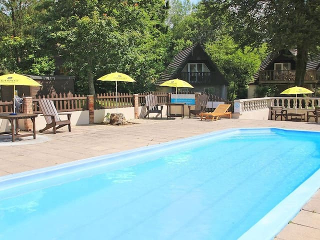 VALLEY LODGE 55, pet friendly, with pool in Callington, Ref 959948