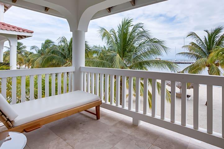 Breathtaking Beachfront Suite Near Placencia