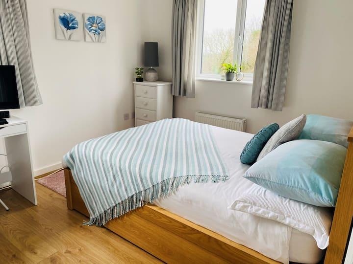 En-suite double room with sea view in Charlestown