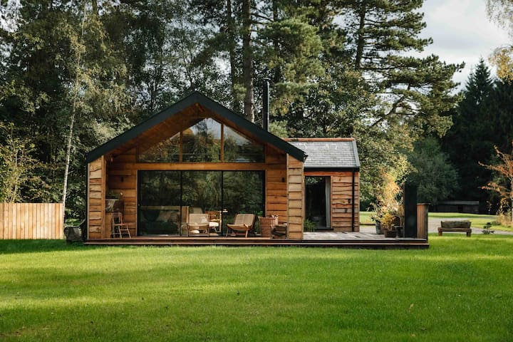 A handcrafted lakeside cabin within private park