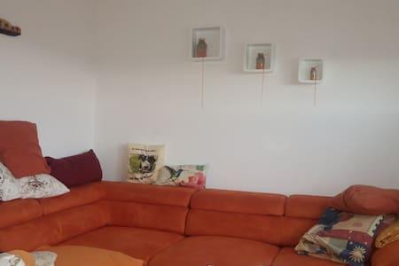 Kleine Penthousewohnung mit Weitblick - Metzingen - Apartament