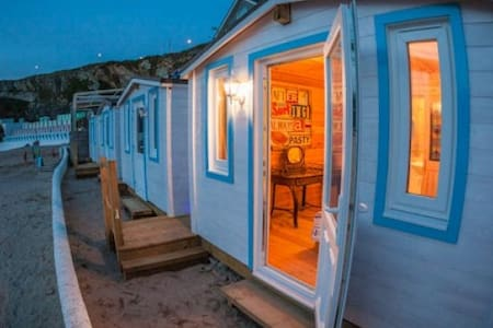 The Beach Cabins at Tolcarne Beach - Xalet