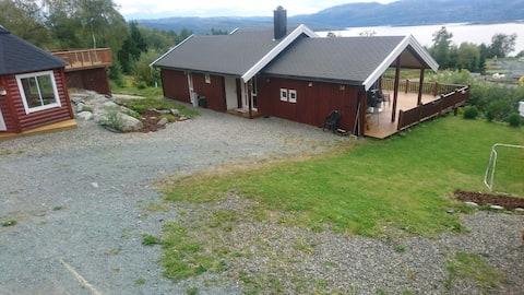 Schön ferienhaus/cottage by the fjord (båt/boot).