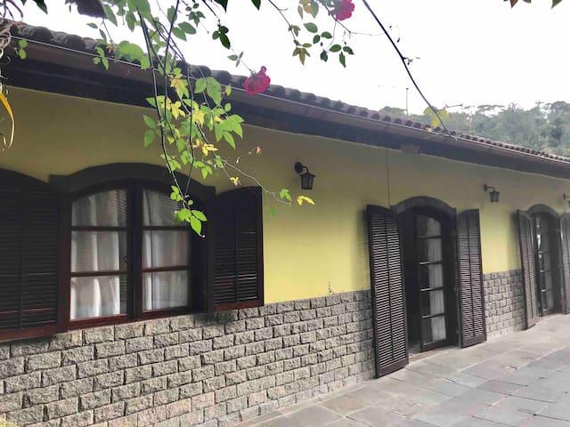 Casa para temporada, em ótima localização.