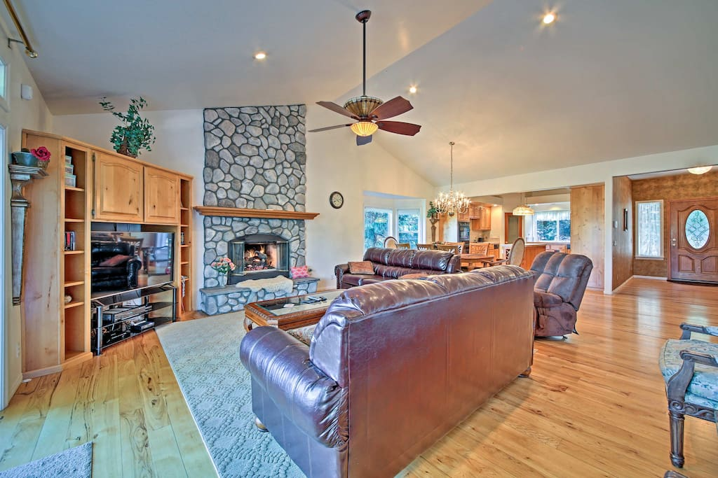 This 5-bedroom, 3.5-bath home offers 3,483 square feet of living space.