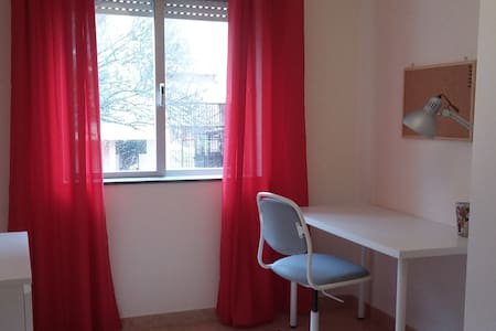 Quarto na Bela Vista - Caparica (RED ROOM) - Caparica - Apartamento