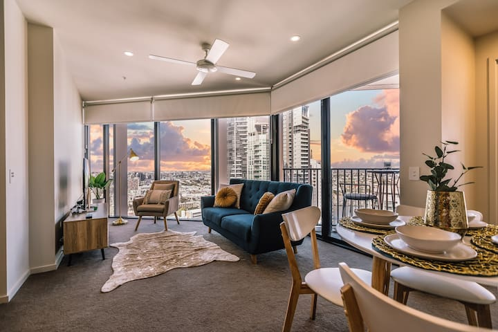The Grand Luxe  Brisbane City with Majestic Views