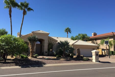 Fountain Hills with Tropical Pool!! - Casa