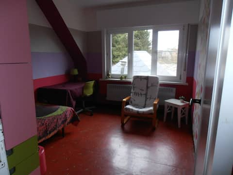 Cosy colourfull Room in Mol