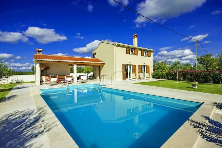 Casa Mondo with swimming pool