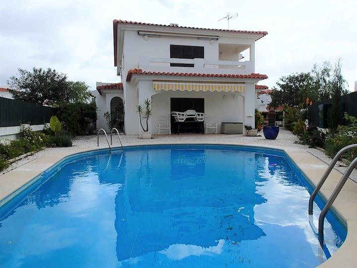 Moradia V3 com piscina privada  - Manta Rota