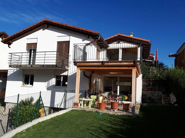 Maison familiale dans la nature, à 6 km de Lugano.