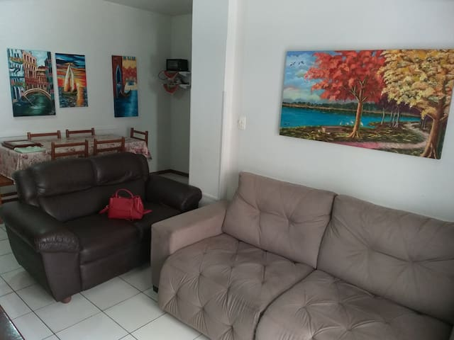 Apartamento praia central Itapema. Quadra do mar.