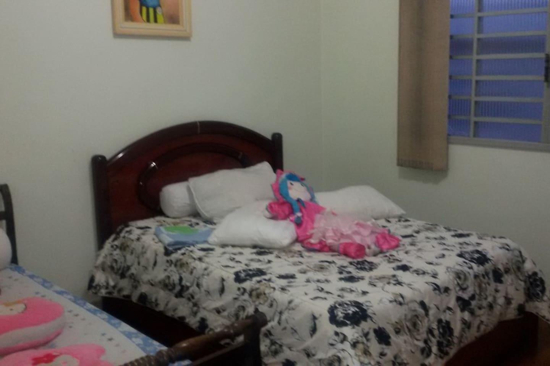cama de casal e 1 cama de solteito