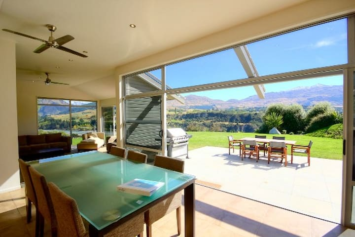 Amberley Retreat - Queenstown Hill - Hus