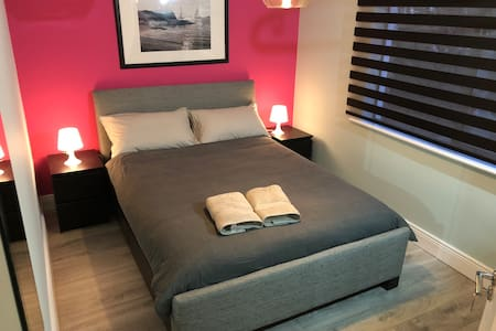 Comfy Pink Double Room City Centre