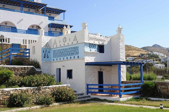 Tinos Beach Hotel - Kionia - Bed & Breakfast