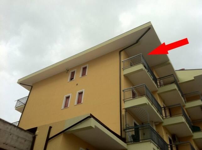 Spazioso con balconi e camino
