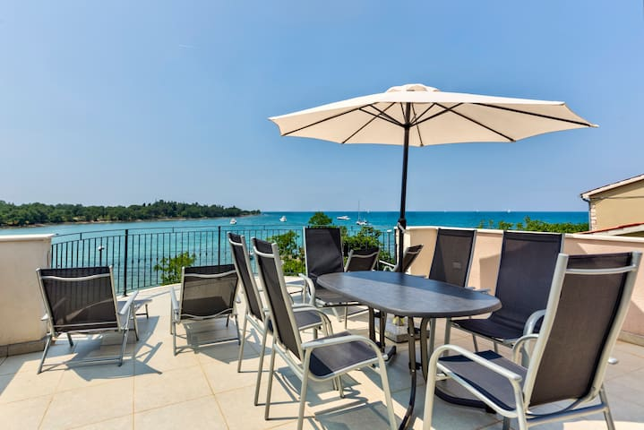 Sea view & Relax directly on the Beach (6 guests)