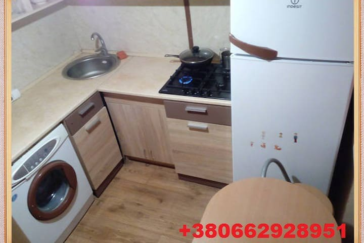 2 bedrooms apartment near airport 10 min to center - Odesa - Daire