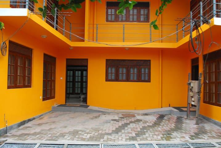 Tina's Family-Friendly Cosy Room 1 - Peliyagoda - Townhouse