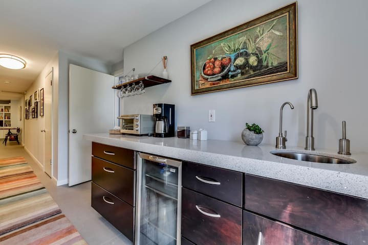 Kitchenette (mini fridge, toaster oven, microwave, coffee maker, filtered water, dishes, etc.).