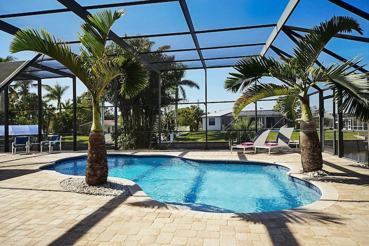 Wischis Florida Vacation Home - Blue Lagoon in Cape Coral