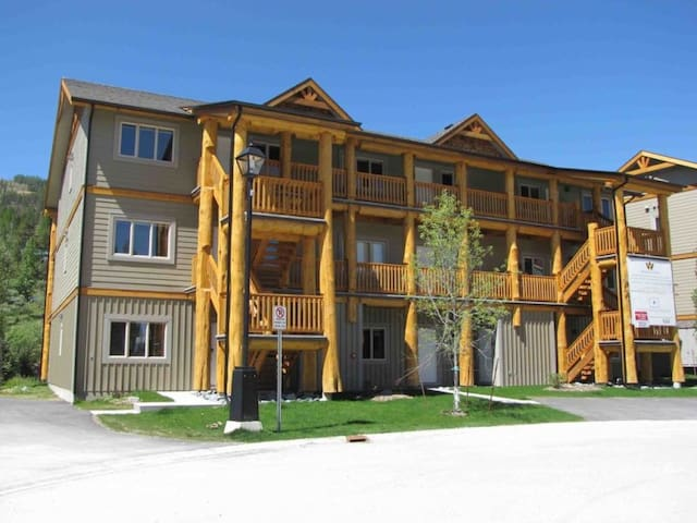 New 2 BR Luxury Condo on Mountain with Hot Tub
