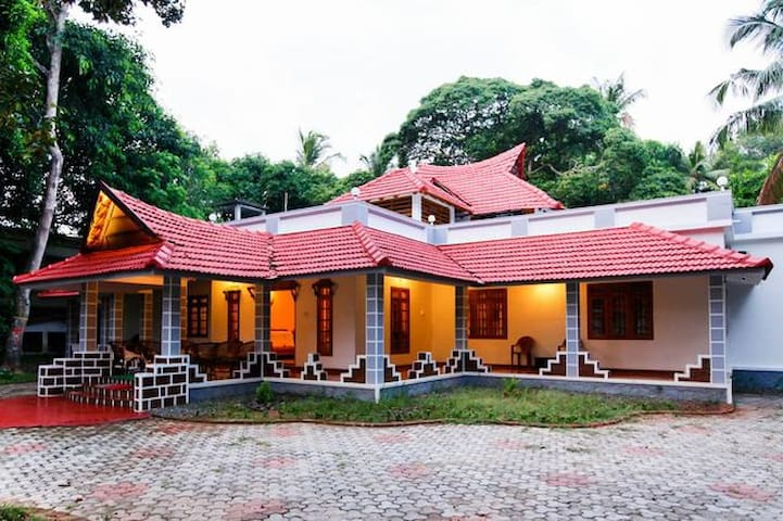 Home away from Home - Canaan Marari Homestay..!! - Mararikkulam North - Casa