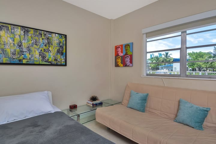 RIVER-VIEW 1BR/BATH, Hallandale Beach, FREE PARKING, SANITIZED (24HR GAPS) BEACHES AND POOL OPEN!