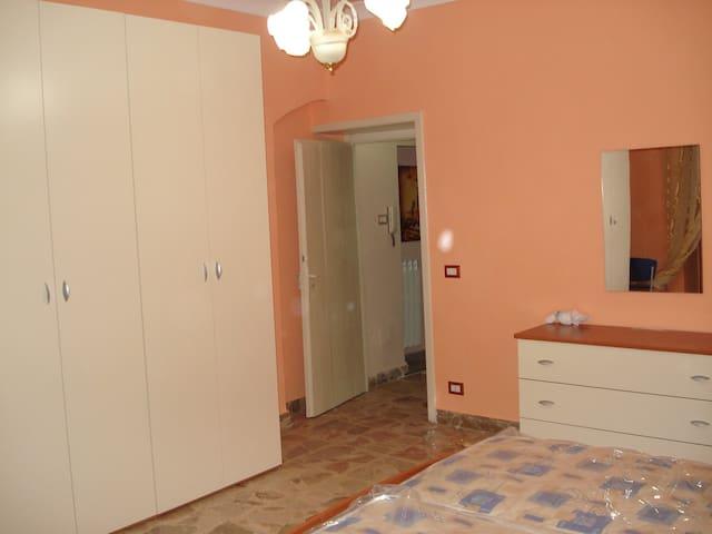 Doublebedroom in CC - Caltanissetta - Caltanissetta - Hus