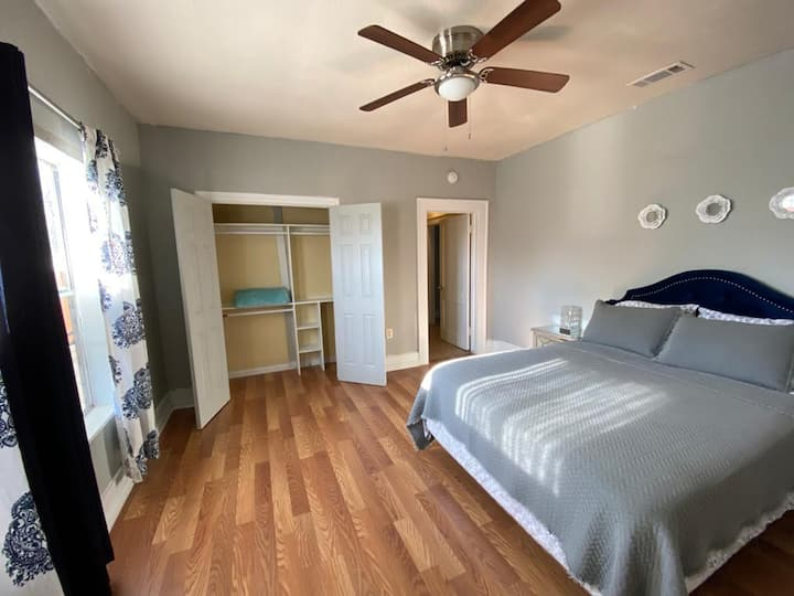 Master Bedroom Queen-Private Room near Fair Park