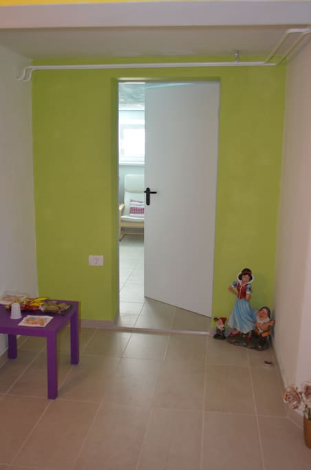entry to the room- 6 m2