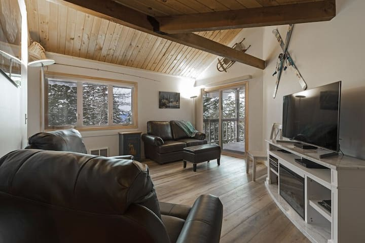 Immaculately remodeled condo with pool, hot tub and Whitefish Lake beach access!