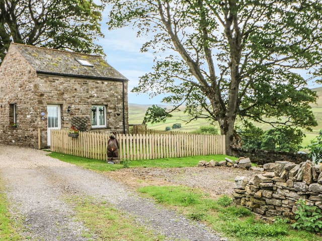BYRE COTTAGE, pet friendly in Garrigill, Cumbria, Ref 989259