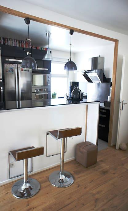 La cuisine et son bar…