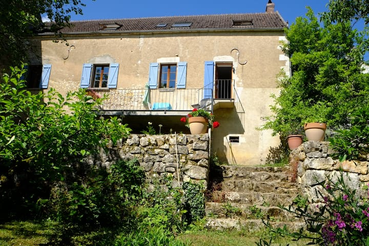 Charming riverside house - Merry-sur-Yonne