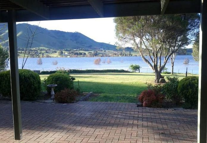 Sleeps 20 Guests: WATERFRONT Lake Lodge Mansfield - Mansfield - House