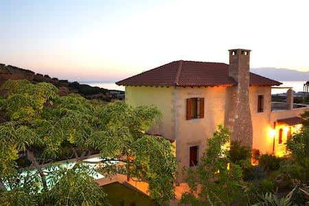 Amazing stone villa for relaxation - Kaliviani - Villa