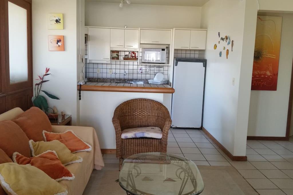 Sala de Estar e cozinha.