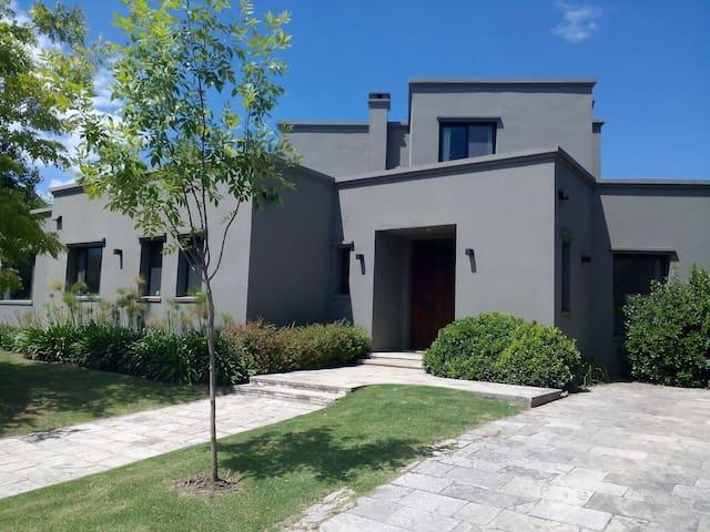 CASA SANTA MARIA DE LOS OLIVOS, PILAR - Dům